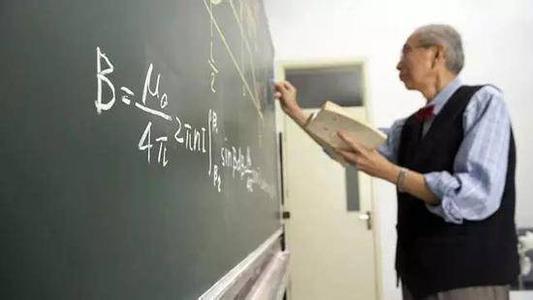 小学老师列队给学生鞠躬敬礼 被指作秀;《开学第一课》9月1日将播